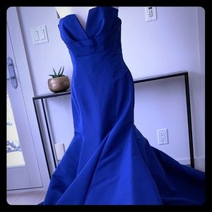 STUNNING FRASCARA GOWN.  SIZE 6